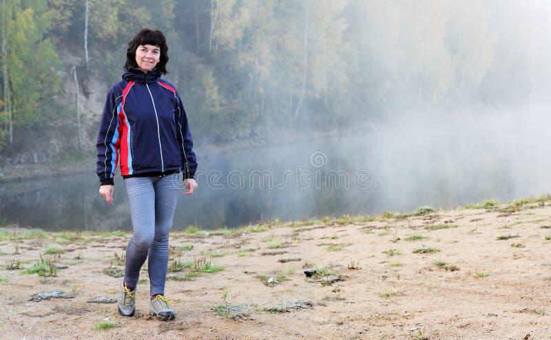 Download Fille sportive photo stock. Image du lifestyle, figure - 45350812
