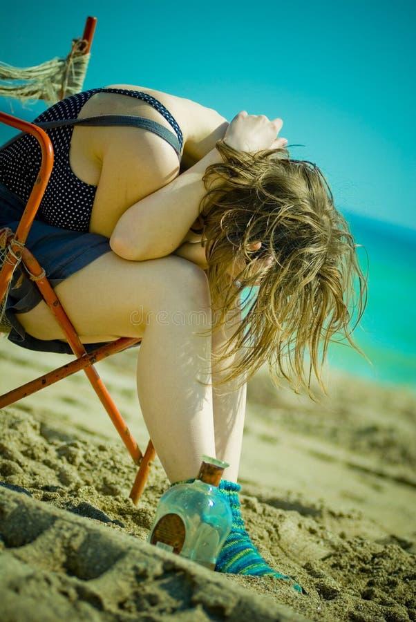 Fille sur la plage images stock