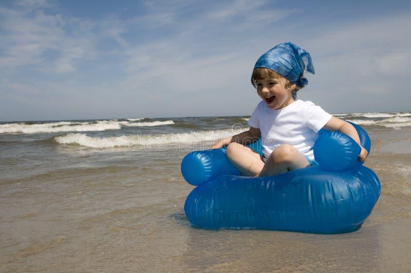 fille sur la plage photo stock image du fauteuil quelqu 5279942. Black Bedroom Furniture Sets. Home Design Ideas