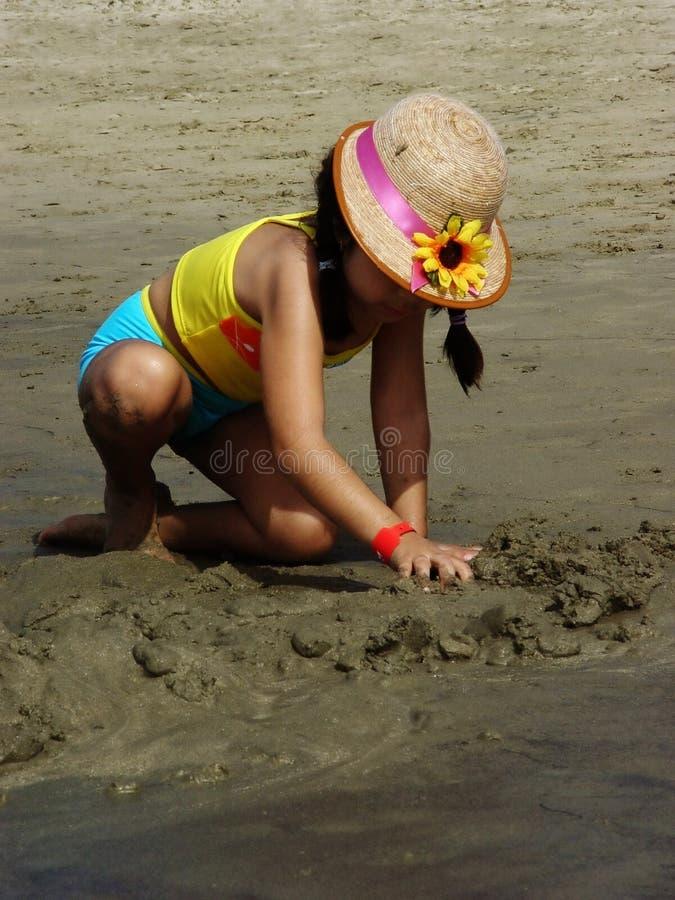 Download Fille sur la plage image stock. Image du océan, fuite, construction - 88369