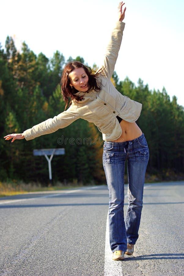 Fille sur la route vide photo libre de droits