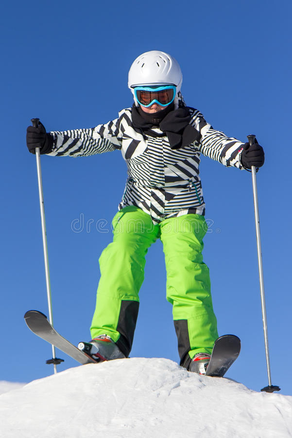 Fille sur le ski photo libre de droits