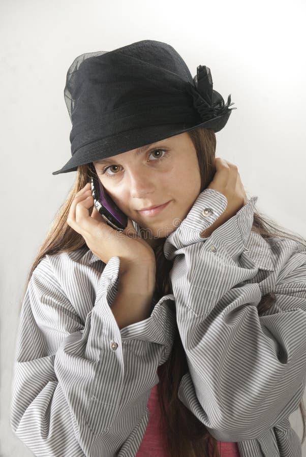 Fille sur le téléphone portable images libres de droits