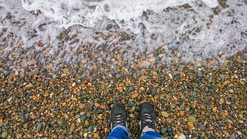 Fille sur une plage images libres de droits