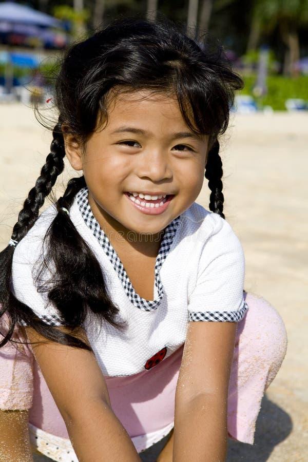 Fille thaïe sur la plage photographie stock