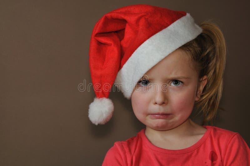 Fille triste dans le capuchon de Santa photos stock