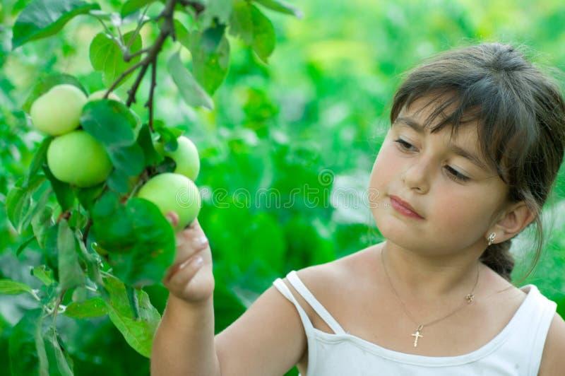 Filles avec des pommes photo stock