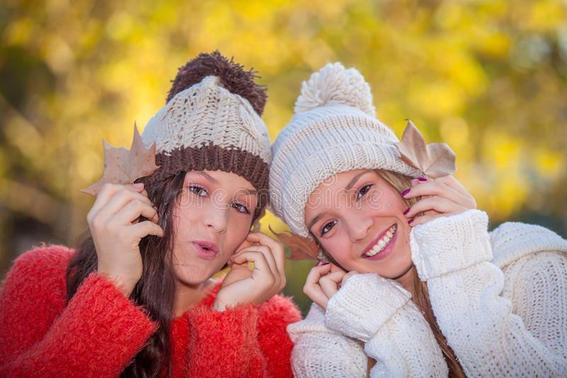 Filles blanches de sourire heureuses de dents photos libres de droits