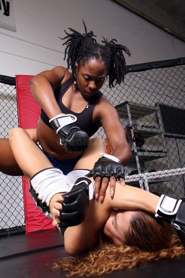 Filles de chasseur de MMA photographie stock libre de droits