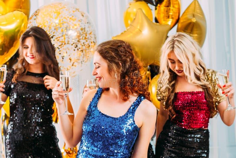 Filles de fantaisie de célébration d'occasion de fête de partie images stock