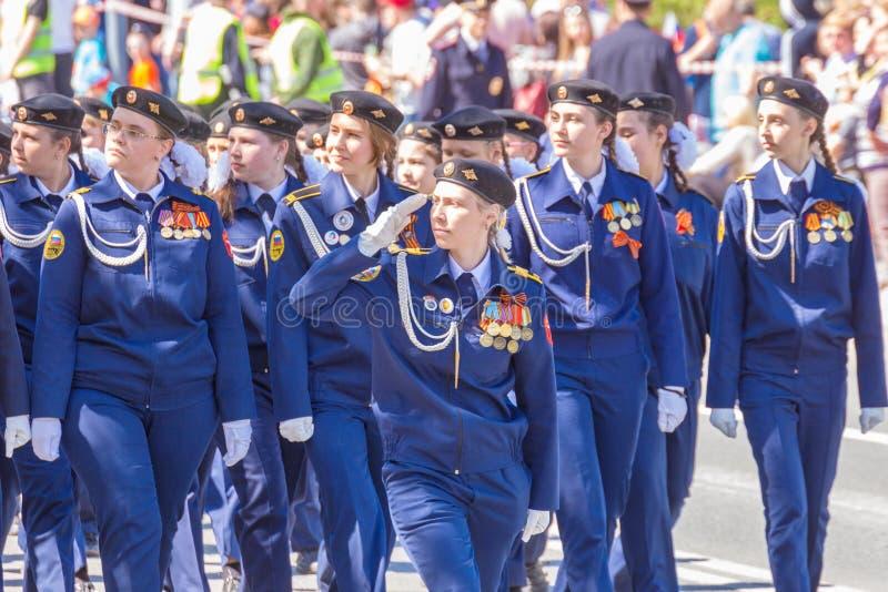 Filles de l'école de cadet au défilé photo stock