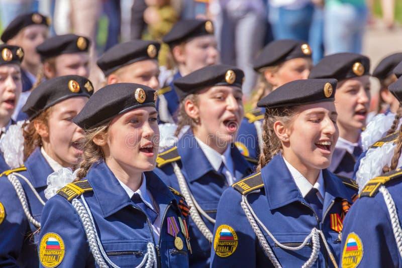 Filles de l'école de cadet au défilé image libre de droits