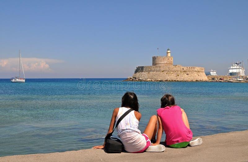 Filles de touristes sur Rhodes photos libres de droits