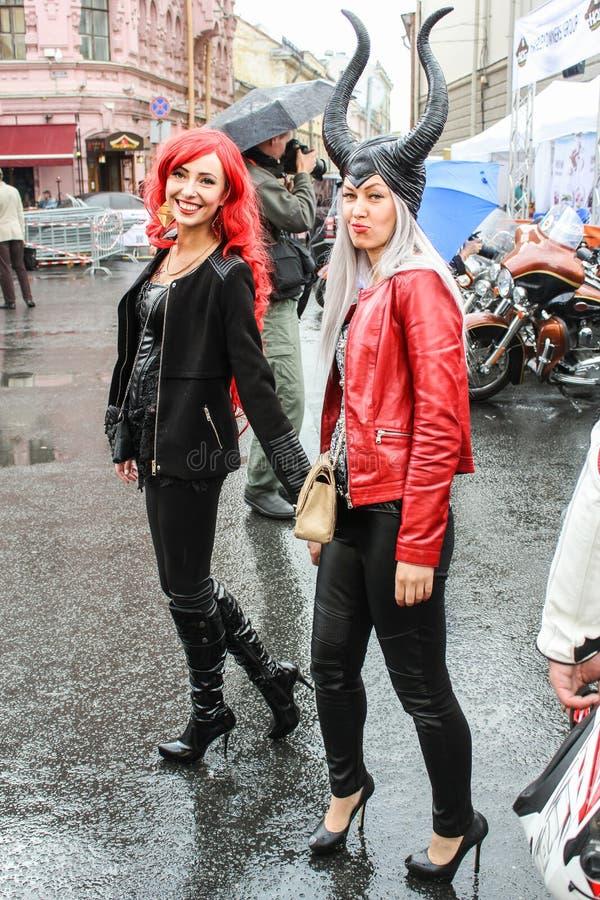 Download Filles En Vacances Harley Davidson Photo stock éditorial - Image du groupe, marche: 77154573