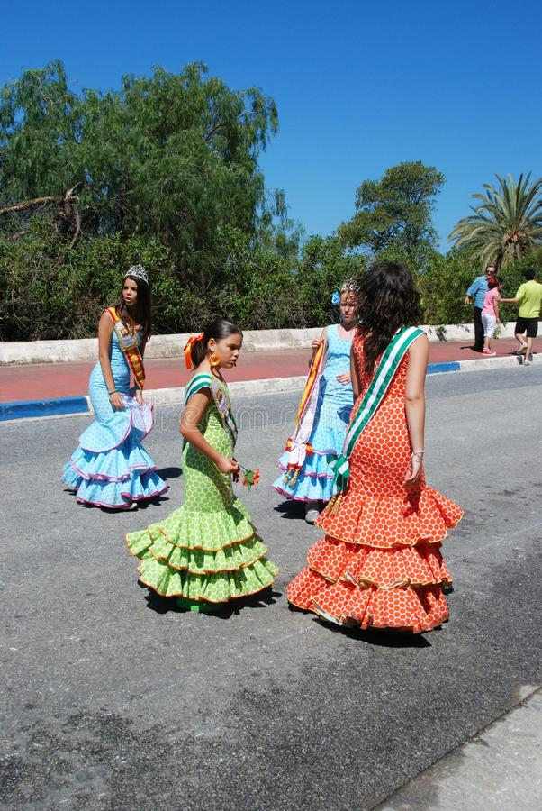 Filles espagnoles dans des robes de flamenco image stock
