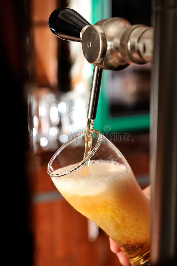 Free Filling Beer Glass And Tap Royalty Free Stock Photos - 15860098