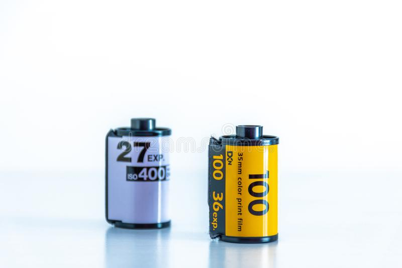 film couleurs de 35mm sur le fond blanc image stock