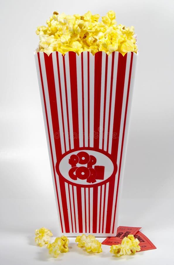 Download Film-Nacht stockfoto. Bild von filme, spiel, popcorn, karten - 33410