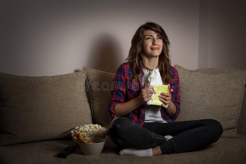 Film och snyfta för drama för kvinna hållande ögonen på royaltyfria bilder