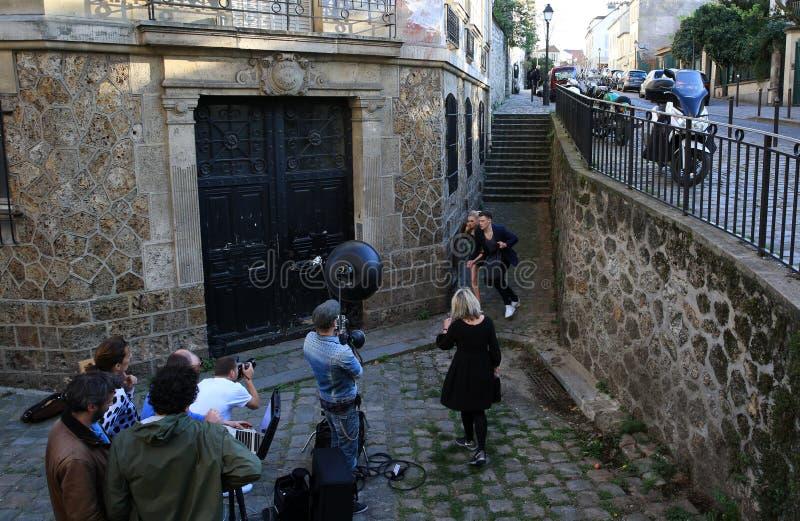 Film op Montmartre in Parijs, Frankrijk stock foto