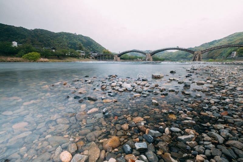 Filma stil, Kintai Kyo Bridge i Iwakuni, Hiroshima, Japan fotografering för bildbyråer