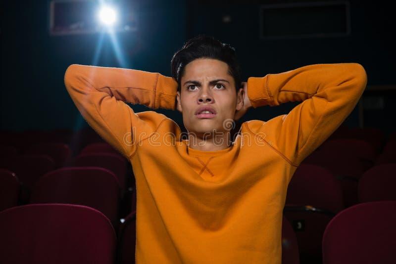 Filme de observação do homem no teatro fotos de stock royalty free