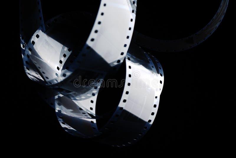Filme negativo na obscuridade pel?cula de 35mm foto de stock royalty free
