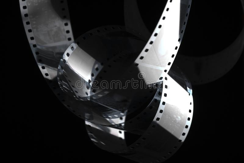 Filme negativo na obscuridade pel?cula de 35mm fotos de stock royalty free