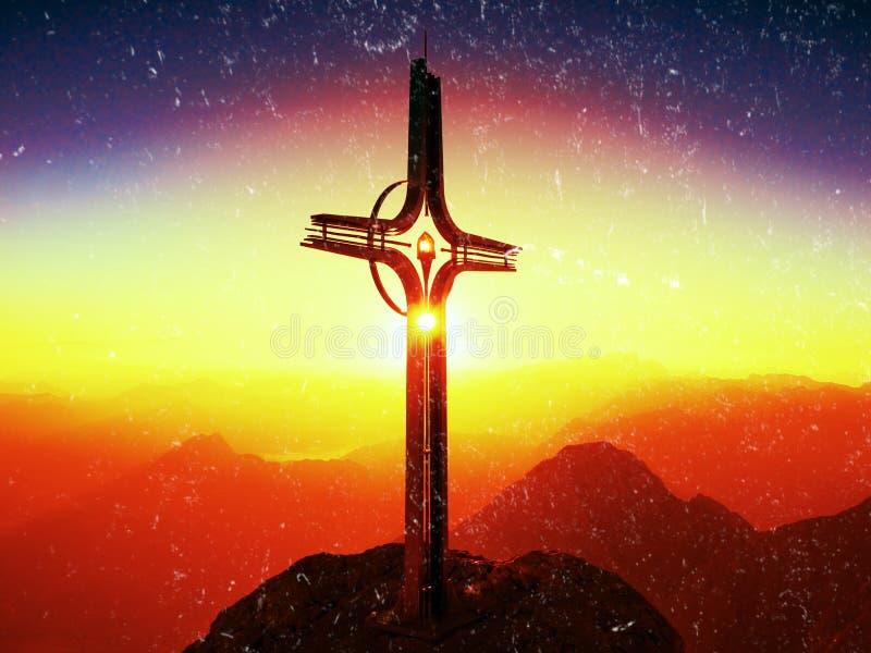 Filmeffect Het lichte, sterke effect van de lensgloed Kruis op piek van Hoher Goell Ijzerkruisbeeld bij bergbovenkant in Alp in O royalty-vrije stock afbeelding