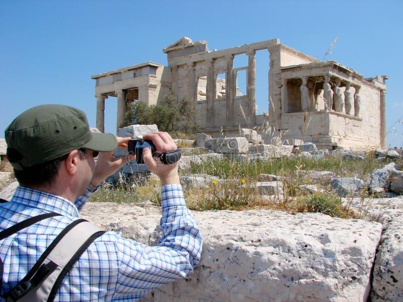 Filmen des Erecthion in Athen stockbilder