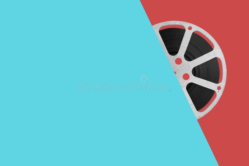 Filmfilmrulle på färgbakgrund royaltyfri fotografi