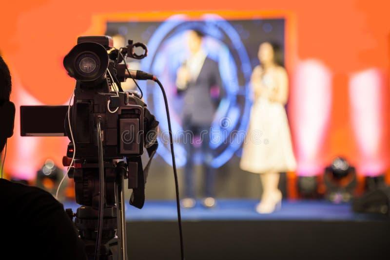 Filminspelningapparat för att anteckna händelsen för TV-sändning arkivfoto