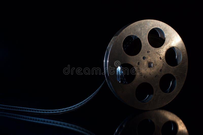 Filmrulle på en svart bakgrund arkivfoton