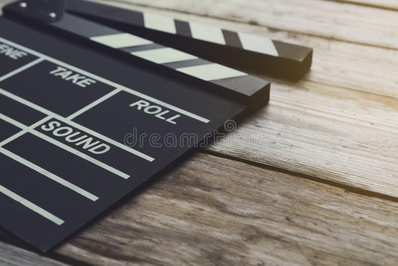 Filmu clapper na drewno stole obraz stock