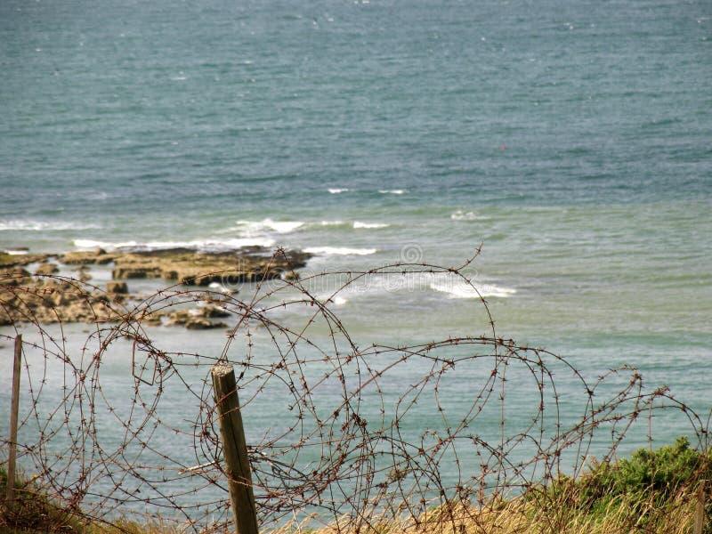 Filo sulla scogliera di Pointe Du Hoc immagini stock libere da diritti