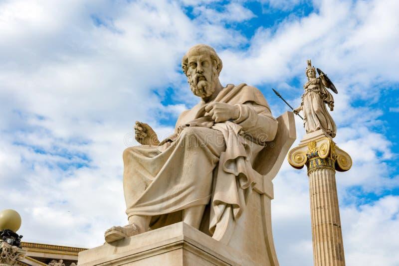 Filosof plato och athena statyer royaltyfri bild