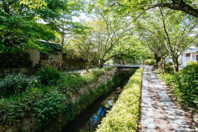 Filosofen går i Kyoto Japan fotografering för bildbyråer