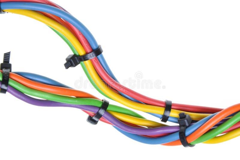 Fils électriques avec des serres-câble image libre de droits