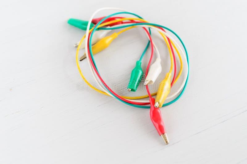 Fils électriques multicolores minces photos stock