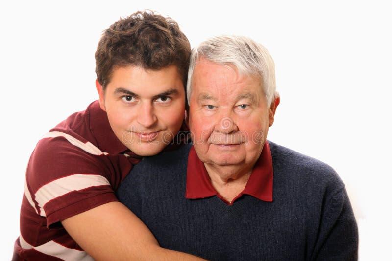 Fils avec son grand-papa photographie stock libre de droits