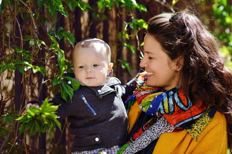 Fils de mère et de chéri photographie stock