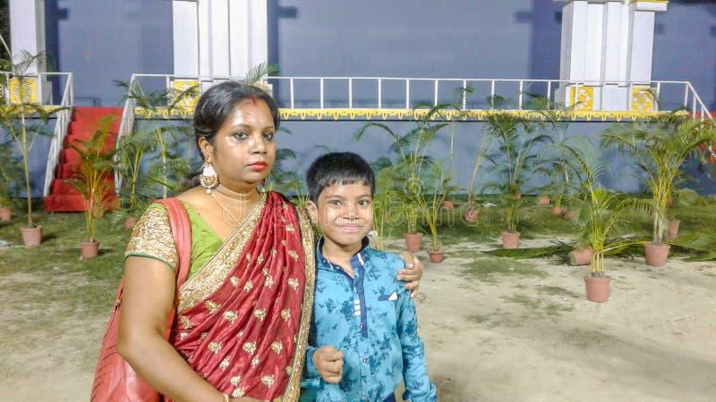 Fils et mère image libre de droits