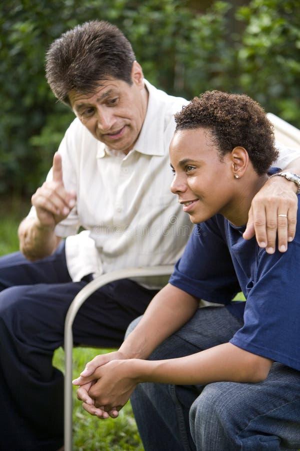 fils interracial de père images libres de droits