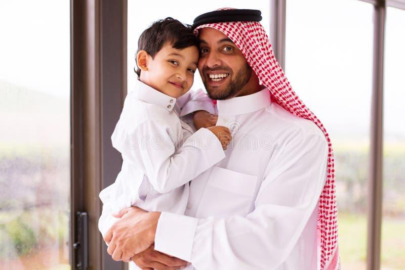 Fils musulman de père images libres de droits