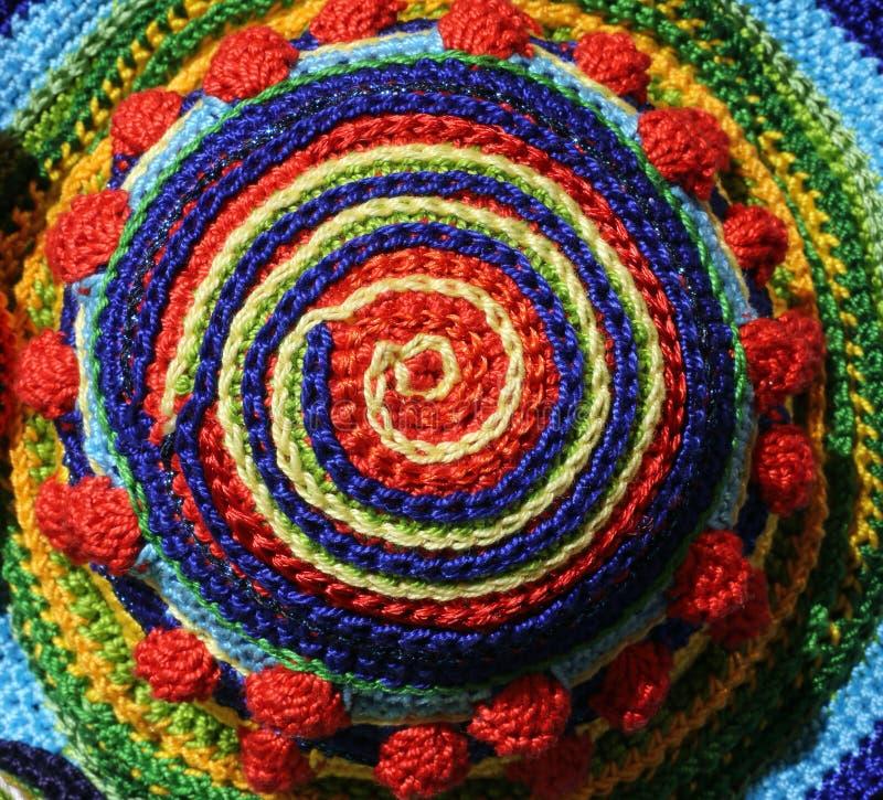 Fils tissés ensemble pour former une spirale colorée photo libre de droits