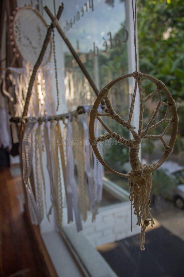 Filter av drömmarna som förläggas i fönster royaltyfria foton