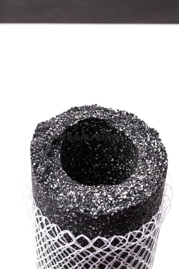 Filtre de purification d'eau avec du charbon actif photo stock