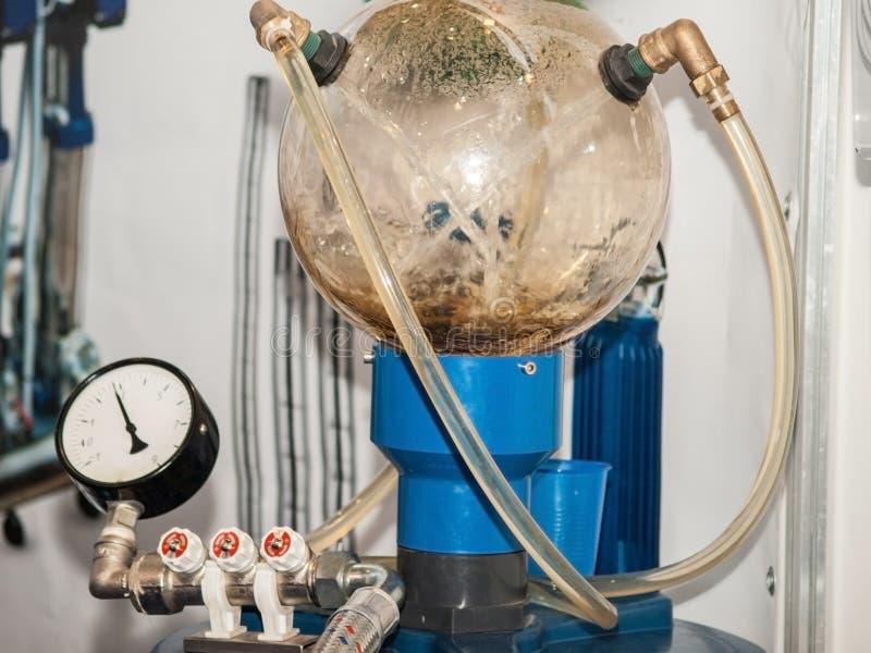 Filtre domestique d'osmose d'inversion Système de purification d'eau photos stock