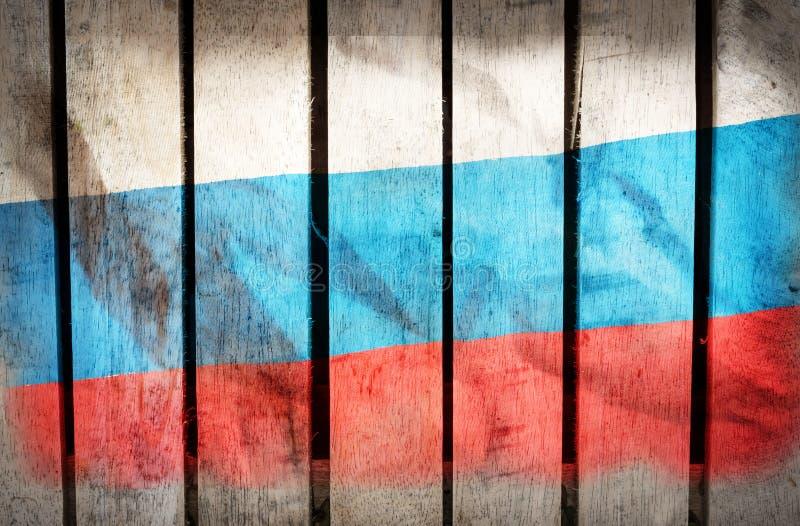 Filtrerad tappning, Ryssland nationsflagga på träbakgrund royaltyfri bild