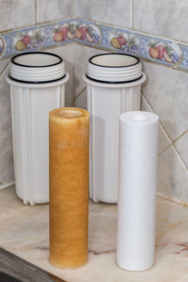 Filtres pour la purification de l'eau potable  Propre et modifié image libre de droits
